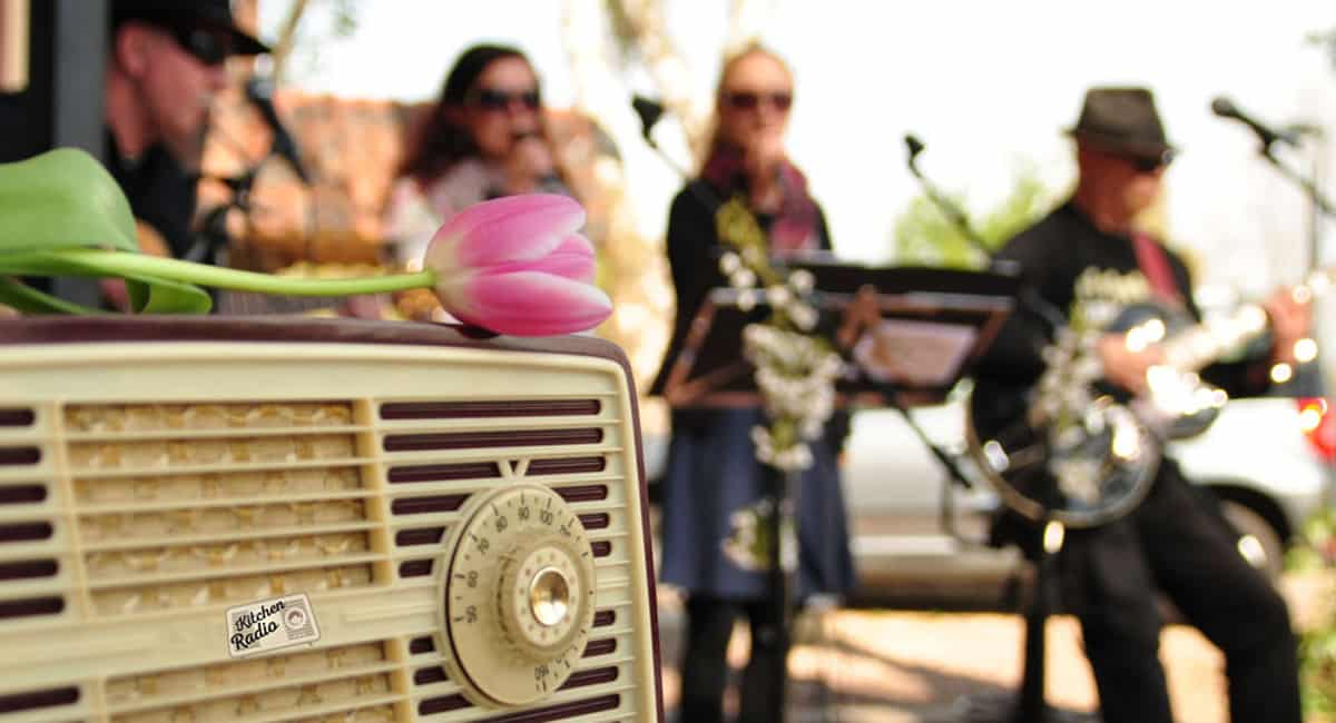 Kitchen Radio Banner mit Radio und Tulpe